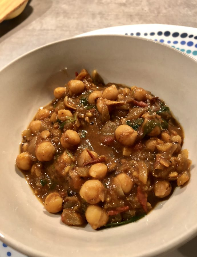 Punjabi Chole – Chickpea curry with dried mango powder