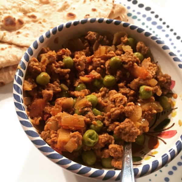 Quorn mince with peas, tomatoes and onions